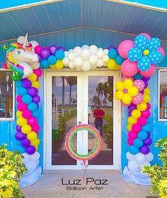 """436 curtidas, 12 comentários - Luz Marina Paz (@balloonsbyluzpaz) no Instagram: """"""""Una fantasía de Unicornio"""" para celebrar el 1er año de Antonella. Arco iris y nubes para dar la…"""""""