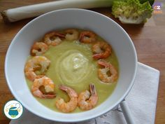 Vellutata di verdure allo zenzero con gamberi, un piatto semplice ma ricco di gusto grazie alle spezie e ai gamberi che daranno un tocco speciale al piatto