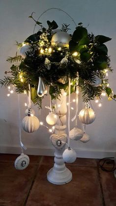 Diy Home Decorating Quiz - Herz - Diy Home Dekorieren Quiz - ? Christmas Vases, Christmas Porch, Christmas Centerpieces, A Christmas Story, Outdoor Christmas, Red Christmas, Wedding Centerpieces, Christmas Wreaths, Christmas Crafts