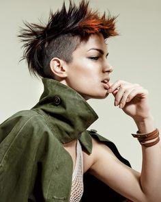 undercut bob hairstyles: Women additionally love this challenging hairdo pattern, and it's anything but difficult to perceive any reason why. Short Black Hairstyles, Short Haircut, Bob Hairstyles, Half Shaved Hairstyles, Undercut Ponytail, Undercut Bob, New Wave, Grunge Hair, Cool Haircuts