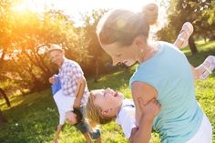 Research shows there are four different parenting styles but only one tends to result in strong, resilient kids. Find out which it is. Best Parenting Books, Parenting Advice, Life Skills Kids, Different Parenting Styles, Fire Pit Party, Prayer For Today, Fire Pit Designs, Work Life Balance, Poses