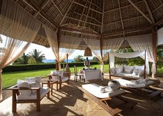 9 single villas and 2 double villas characterise this wonderful resort. All of the villas exude contemporary African charm and provide our guests with a luxurious oasis of tranquillity.
