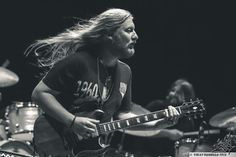 """Rare occasion of Derek Trucks letting his hair loose - Tedeschi Trucks Band, Recorder Music, Music Guitar, Susan Tedeschi, Dickey Betts, Derek Trucks, Best Guitarist, Allman Brothers, Band Of Brothers"