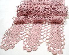 pink crocheted runner (vintagelinens)