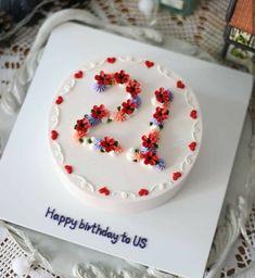 Pretty Birthday Cakes, Pretty Cakes, Cute Cakes, Beautiful Cakes, Sweet Cakes, Happy Birthday, Cake Birthday, Mini Cakes, Cupcake Cakes