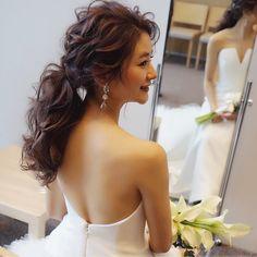披露宴前のひと時☺️ あっという間だったな〜 最高に楽しかった✨ ブーケも最高。 キクチさんも大好き。笑 また逢えますように✨ hair/yuudai/アンダーズ東京 #updo#bridal#bride