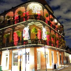 Top Places to View Stunning Christmas Decorations in New Orleans! #followyourjoy
