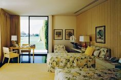 """""""Sunnylands"""" guest room... Mid Century Bedroom, Century Hotel, 1970s Decor, Interior Styling, Interior Design, Painted Coffee Tables, Vintage Hotels, Vintage Interiors, California Homes"""