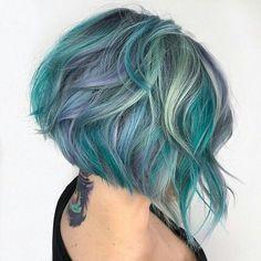 Celebrities with Crazy Hair  Cara Delevingne Colore Dei Capelli 2018 e5d36ed90ac0