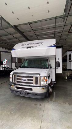Tiny Camper Trailer, Camper Caravan, Camper Van, Luxury Caravans, Luxury Motorhomes, Van Conversion Interior, Van Interior, Motorhome Conversions, Luxury Van