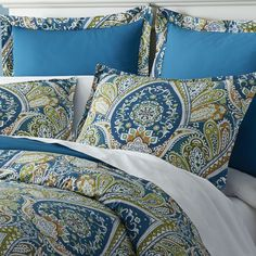 Paisley lovers have something to be proud of these days. How proud? Well, with bedding that features the fashion-forward colors of the next several seasons in 200-thread-count crisp 100% cotton, we'd say pretty darn proud. And with smart touches like inside ties at all four corners, hidden button closures and flanged shams, we'd say peacock proud.