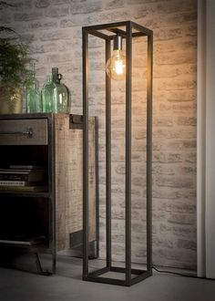 The Dale floor lamp features a rectangular metal frame with a dark silver finish, giving it an industrial look. In the middle of the lamp there is one fitting for a light source. Industrial Style Lamps, Industrial Design Furniture, Industrial Flooring, Iron Furniture, Steel Furniture, Interior Lighting, Lighting Design, Rustic Bathroom Designs, Retro