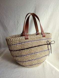 Chic fashion handbag for girls Crotchet Bags, Crochet Coin Purse, Purses And Bags, Women's Bags, Crochet Handbags, Knitting Accessories, Bead Crochet, Crochet Designs, Fashion Handbags