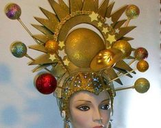 Gold Universe Queen Gold Universe Gold Headdress by RMQuintiroli Space Costumes, Diy Costumes, Halloween Costumes, Funky Hats, Crazy Hats, Mardi Gras Costumes, Carnival Costumes, Fascinator Hats, Fascinators