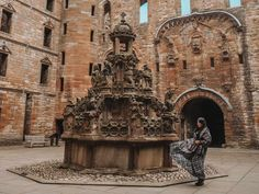 4 Linlithgow Palace Outlander Scenes from Wentworth Prison to Visit in Scotland 1 Diana Gabaldon, Carlisle Castle, Outlander Locations, Wentworth Prison, Scotland Tours, Edinburgh City, Colourful Buildings, Grand Hotel, Barcelona Cathedral