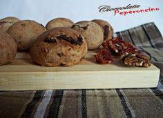 Panini con pomodori secchi e noci