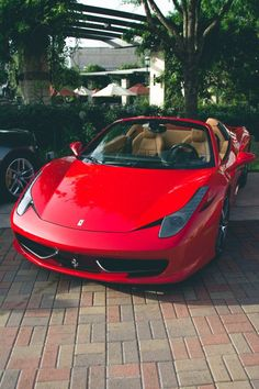The Ferrari 458 is a supercar with a price tag of around quarter of a million dollars. Photos, specifications and videos of the Ferrari 458 Luxury Sports Cars, Best Luxury Cars, Sport Cars, Red Sports Car, Maserati, Ferrari 458, Ferrari 2017, Lamborghini Lamborghini, Cars Motorcycles
