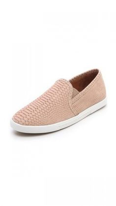 10 Stylish Yet Comfortable Shoes For Walking | theglitterguide.com