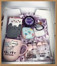 Diy Gifts For Friends Birthday Box 22 Best Ideas Cute Birthday Gift, Birthday Gift Baskets, Diy Gift Baskets, Friend Birthday Gifts, Birthday Presents, Free Birthday, Gift Hampers, Birthday Bash, Xmas Gifts