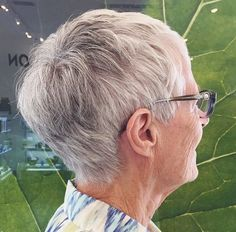 34 short gray hairstyle for women over 70
