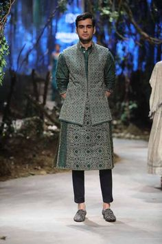 This combination of contemporary and traditional dress is very easy to pull-off at your brother or sister's wedding. The semi-formal suit style is not going out of fashion anytime soon. A collection of etc. are trending wedding outfit for men in Wedding Dresses Men Indian, Wedding Outfits For Groom, Wedding Dress Men, Mens Kurta Designs, Outfit Essentials, Pakistani Fashion Casual, Indian Men Fashion, Tarun Tahiliani, India Fashion Week 2017
