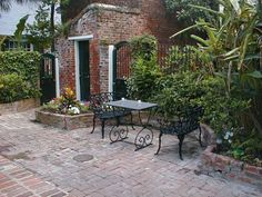 courtyards in new orleans | The traditional New Orleans French Quarter courtyard at the Hotel ...