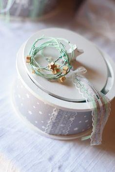 Θεμα βαπτισης Αστερι Μια βαπτιση σε υπεροχους χρωματισμους βεραμαν με πινελιες γκρι!! Για ενα μικρο αστερακι που θα ακουει στο ονομα Στέ... Baby Crafts, Christening, Bloom, Wedding Rings, Engagement Rings, Crystals, Diamond, Deco, Jewelry