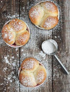 Warm bread bites w/ raspberry jam inside..