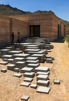 Tucson Mountain Retreat in der Sonora-Wüste - Architektur modern - Architecture Design Entrée, Beton Design, Stair Design, Design Ideas, House Design, Modern Entrance, Entrance Design, Architecture Cool, Cubic Architecture