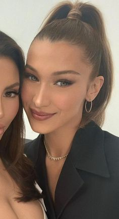 High Ponytail Hairstyles, High Ponytails, Summer Hairstyles, Curly Hairstyles, Model Hairstyles, Bangs Ponytail, Hair Bangs, Formal Hairstyles, Bella Hadid Outfits