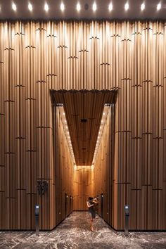 Entrance to the sky tower, Westfield Sydney City Commercial Tower entrada acceso madera luz pasillo: