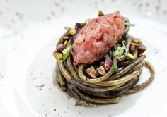 Spaghetti with grilled eggplant, shrimp and pistachios. Spaghetti, melanzana bruciata, scampi e pistacchi. Seafood Lasagna, Seafood Dinner, Seafood Recipes, Gourmet Recipes, Pasta Recipes, Pasta Dishes, Food Dishes, Grilled Seafood, Scampi