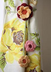 Ravelry: Simple Flower Ties pattern by Sandra Paul