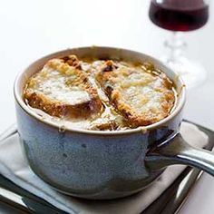 French Onion Soup Slow Cooked1 Large Sweet Onion thinly sliced (about 4 cups) ¼ cup butter cubed 2 cans (14 oz) Cans beef broth ½ tsp pepper 4 slices French Bread (1/2 inch thick) toasted 4 slices provolone cheese