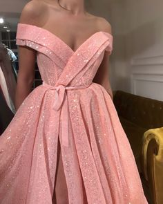Details – Baby pink color – Glitter fabric – Ball-gown style – Party and evening… Details – Farbe Baby Pink – Glitzer-Stoff – Ballkleid-Stil – Party- und Abendkleid Evening Dresses, Prom Dresses, Formal Dresses, Casual Dresses, Wedding Dresses, Elegant Dresses, Pretty Dresses, Glamorous Dresses, Party Fashion