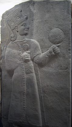 Kubaba Sumerian: 𒆬𒀭𒁀𒌑, kug-Dba-u₂, is the only queen on the Sumerian King List, which states she reigned for 100 years – roughly in the Early Dynastic III period of Sumerian history. In the early Hittite period, she was worshipped as a goddess. Ancient Aliens, Ancient Egypt, Ancient History, Ancient Mesopotamia, Ancient Civilizations, Sumerian King List, Bagdad, Cradle Of Civilization, Ancient Art