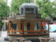 Berlage, a Beautiful little Kiosk on the Buitenhof… Amazing Architecture, Architecture Design, Amsterdam School, Kiosk Design, The Hague, Urban Design, Netherlands, Art Deco, Cabin