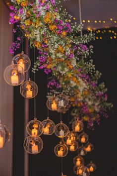 Ideas creativas para la decoración nupcial.    #Matrimoniocompe #Organizaciondebodas #Matrimonio #Novios #TipsNupciales #CaminoAlAltar #MatriPeru #BodaPeru #DecoracionFloral #IluminacionDeBoda #DecoracionMatrimonio Ideas Creativas, Paper Lampshade, Wooden Stars, Wedding Lighting, First Dance, Dance Floors, Wedding Themes, Fireworks