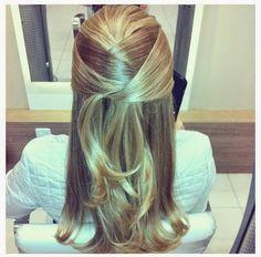 Se você é do time das mulheres que detestam cabelo preso, principalmente coques, ou simplesmente quer variar um pouco o penteado de festa es...