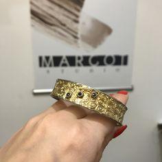 #biżuteriaartystyczna #bransoleta #czarnediamenty #margotstudio Designer Jewellery, Jewelry Design, Diamond, Bracelets, Gold, Diamonds, Bracelet, Bangles, Bangle