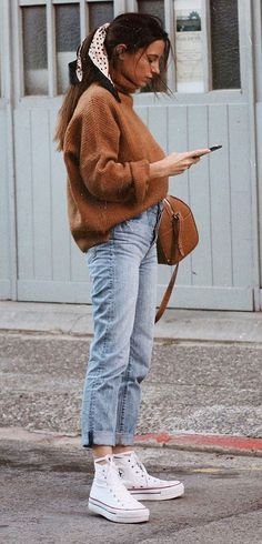 it-girl - tricot-mom-jeans - mom-jeans - inverno - street style Source by hsr. it-girl - tricot-mom-jeans - mom-jeans - inverno - street style Source by hsraindrops outfits with jeans for school Fashion Mode, Look Fashion, Winter Fashion, Fashion Outfits, Womens Fashion, Lifestyle Fashion, Fashion Trends, Fashion Creator, Converse Fashion