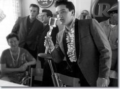 Elvis Presley : March 25, 1961 : Elvis at the press conference for his benefit for the USS Arizona Memorial in Honolulu. - See more at: http://www.elvispresleymusic.com.au/pictures/1961_march_25.html#sthash.ip1Sd9ql.dpuf