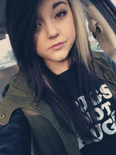 Can I just have her hair & clothes & face😍 Emo Scene Hair, Emo Hair, Blonde Streaks, Black Hair Blonde Streak, Blonde Hair, Color Streaks, Two Toned Hair, Rocker, Alternative Hair