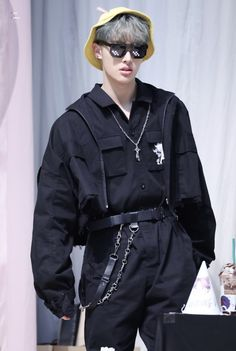 I literally love wat he's wearing😔😔 Stage Outfits, Kpop Outfits, Yg Entertainment, Jung Woo Young, Jung Yunho, Fandom, Kim Hongjoong, Say My Name, Kpop Fashion