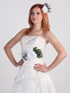 Ooooh I LOVE the flower/peacock belt! white flower bridal headpiece White fabric flower hair clip Wedding