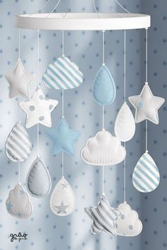 To entertain the baby in the room crib cloud tip is the Mobile Estrelinhas Droplets and Blue Clouds. The accessory has stars, droplets and clouds that blend in with the decor and also help the baby to sleep. Cloud Nursery Decor, Baby Boy Room Decor, Baby Boy Rooms, Baby Sewing Projects, Girl Closet, Baby Crafts, Handmade Baby, Baby Sleep, Cribs