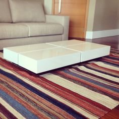 @deboraciarciaarquitetura | Nesse projeto, optamos pelo tapete listrado da @bykamy para alegrar a sala de estar- obra Flora Viva