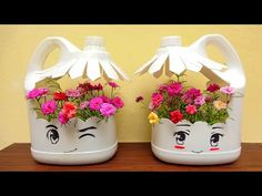 Diy Home Crafts, Garden Crafts, Creative Crafts, Diy Crafts Hacks, Garden Projects, Plastic Bottle Planter, Reuse Plastic Bottles, Plastic Bottle Crafts, Plastic Containers