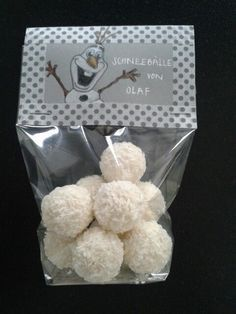 Schneebälle von Olaf. Einfach dafür Raffaellos oder selbstgemachte Kokosbällchen nehmen.