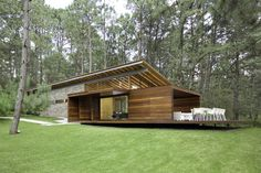 Casa RO Tapalpa / Elias Rizo Arquitectos I like the use of material